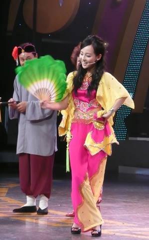 张嘉倪在节目中表演