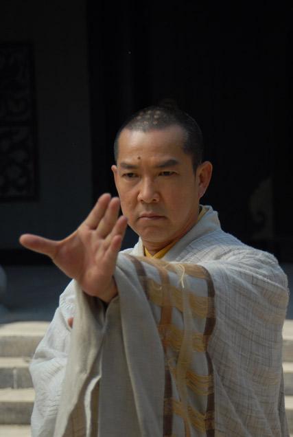 《少林寺传奇2》今日首播 元彪拍戏受伤缝四针图片