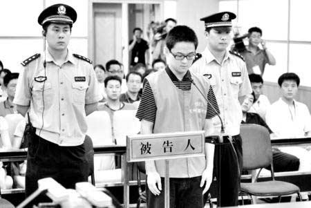 胡斌在被告席上等候宣判