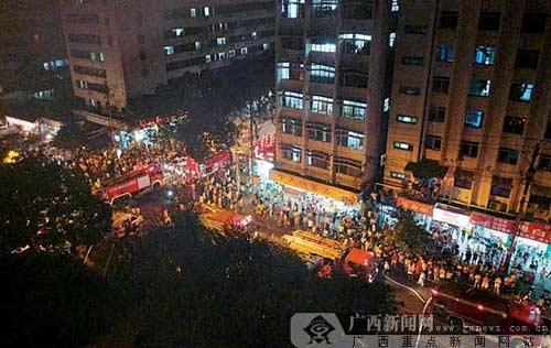 广西南宁一酒店桑拿房起火几十名美女紧急疏偷拍摄像机房客图片