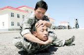 北疆边防兵自创擒拿术 能降敌但不致命