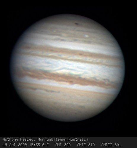 照片上方的黑点就是天文爱好者发现的黑斑