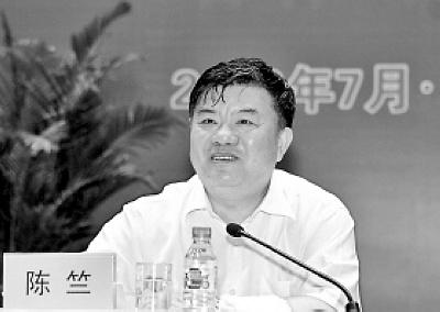 陈竺在会上讲话本报记者 车英 摄