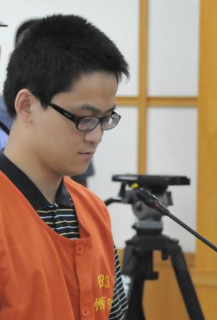 资料图:受审时的胡斌