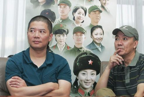 《遥远》导演俞钟(左)与主演李幼斌(右)