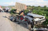 哈尔滨重型货车碾碎捷达轿车 3人身亡(组图)