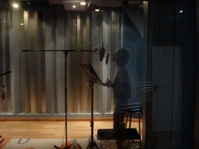佘曼妮在录音棚