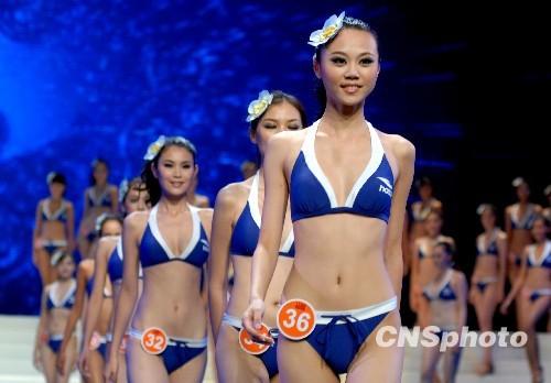 亚洲 选手/2009年7月24日晚,各国佳丽T台展示美妙身姿。