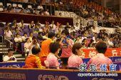 图文:张怡宁助北京3-1大同 教练场外指导