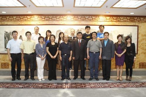 中联办合影,第一排左三是苏香枚,左五是卢 伟硕,左六是崔国潮,左八是姚丽