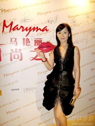 八卦频道 内地八卦    7月24日,设计师名模马艳丽为其高级时装定制图片