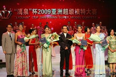 嘉宾左起:日本大使馆泉裕泰公使、韩国模特中心会长都新佑、广西电视台副台长彭琦