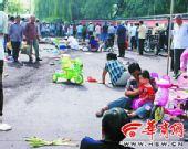 陕西铜川车祸 出租冲入人群撞20多人 现场无刹车印迹