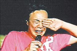 陈奕迅当众痛哭。