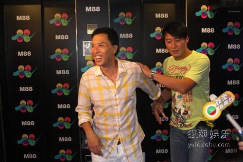 甄子丹与黎明因合拍三部影片结为好友。