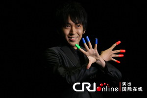 日本年轻魔术师加藤阳 郭文博/摄