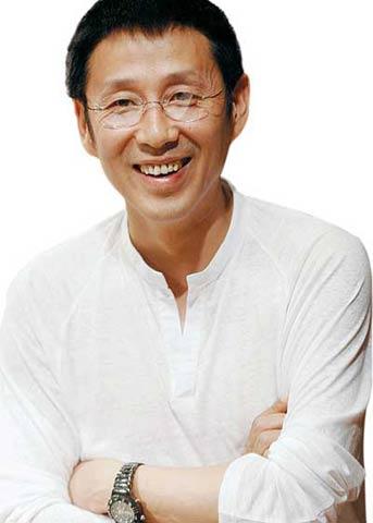 中国电影男明星_《英雄》2亿    加冕情况:2000年《我的1919》获中国电影华表奖优秀男