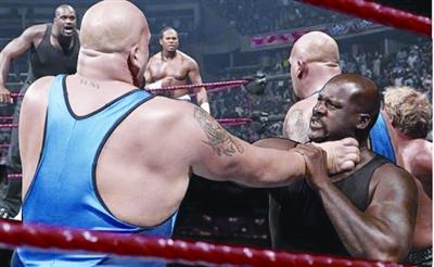 WWE奥尼尔挑战冠军组合 获得胜利赚足掌声