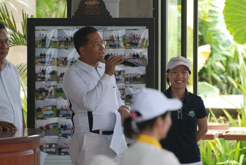 6 印尼鹰航空中国首席代表MR PIKRI宣布竞赛规则 赛事委员会 快乐高尔夫但华香联袂主持