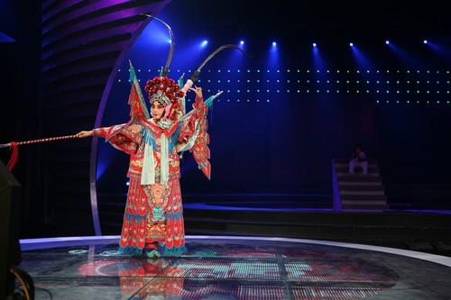 图:《为爱高歌》现场图 好中国风的京剧表演