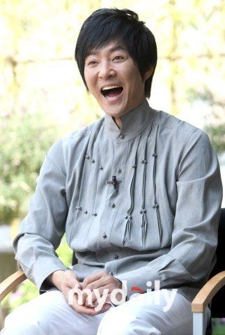 崔秀钟参加SBS电视台 家族的诞生 的拍摄
