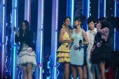 组图:快乐女声总决赛第三场产生7强 3人淘汰