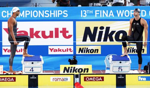 1-左侧是第二大夺冠热门查维奇,赛前两人正面碰撞