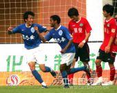 图文:[中超]广药2-0河南 迪亚哥庆祝