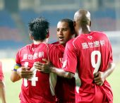 图文:[中超]重庆3-2北京 埃尔顿破门庆祝