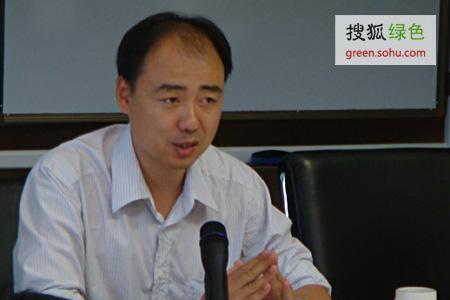 """马军,公众与环境研究中心主任,""""第三届SEE.TNC生态奖""""二等奖获得者"""