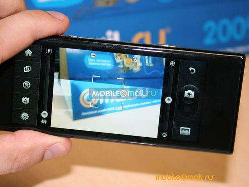 4英寸超宽多点触控屏 LG BL40抢先评测