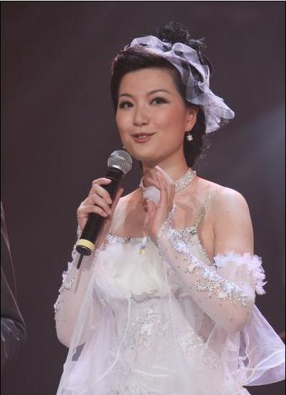 图:《舞林大会》第三期现场 陈蓉端庄大方