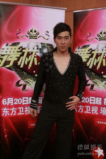 晓峰放弃昆曲,选择当音乐主持人