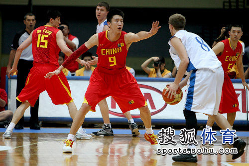 中国男篮VS哈萨克斯坦 孙悦防守