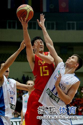 中国男篮VS哈萨克斯坦 杜锋PK小易建联