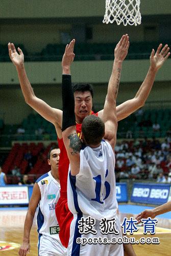 中国男篮VS哈萨克斯坦 四手怪