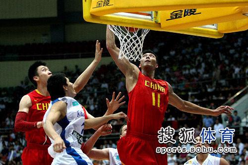 中国男篮VS哈萨克斯坦 阿联暴扣