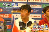 图文:[亚青赛]半决赛发布会 朝鲜教练左顾右盼
