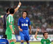 图文:[中超]北京3-0长沙 陶伟被出示黄牌