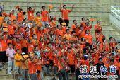 图文:[中超]陕西1-2山东 鲁能球迷