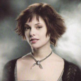 阿什利在《暮光之城》系列中饰演拥有预知未来能力的吸血鬼爱丽丝