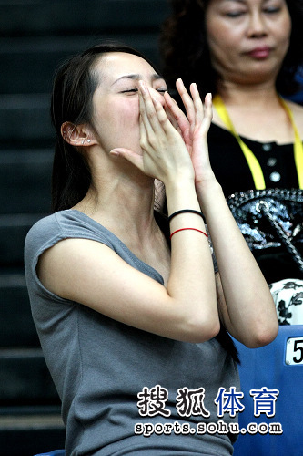 组图:台北美女助威团百变表情
