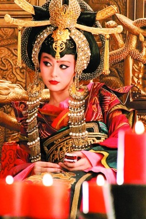 范冰冰在《非常完美》中的女皇扮相