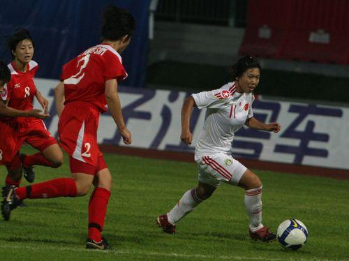 图文:[亚青赛]女足0-1朝鲜 古雅莎突破
