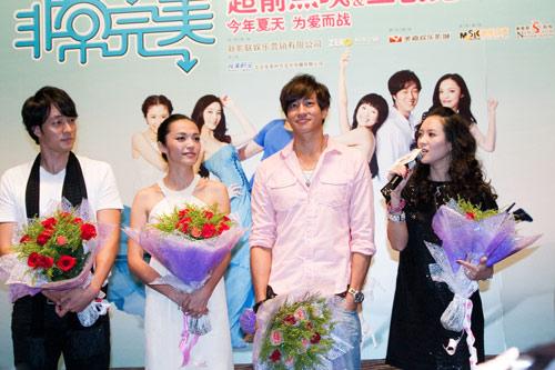 章子怡、姚晨、何润东出席影城的宣传。