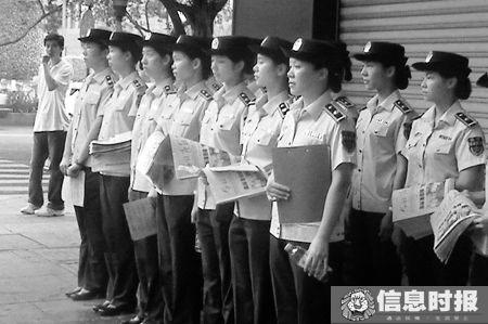 女子城管队员身高都在一米六三以上。信息时报记者 陆明杰 摄