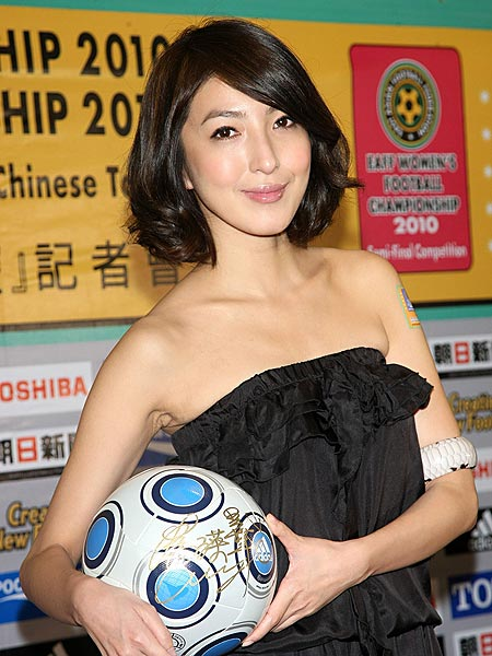 出席东亚杯足球锦标赛