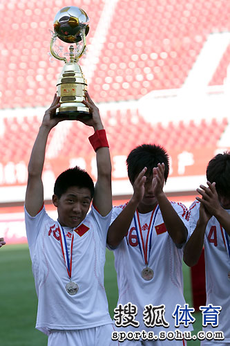 图文:[潍坊杯]国青0-1西班牙人 国青捧得亚军
