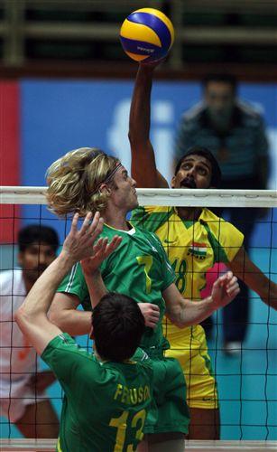 澳大利亚男排3 0印度 防守队员站位冲突