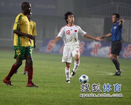图文:国奥5-0津巴布韦 王云龙欢呼